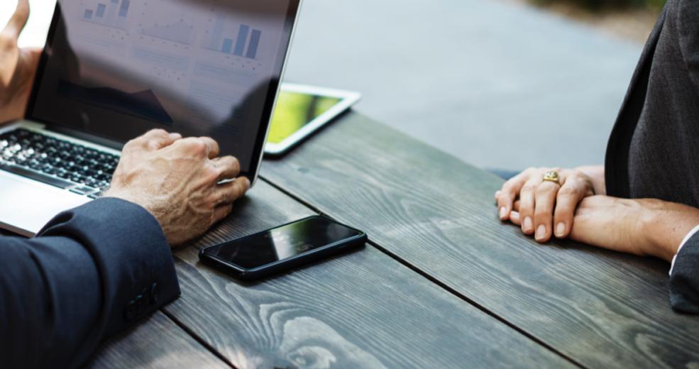 Budowanie silnej relacji z klientem kancelarii